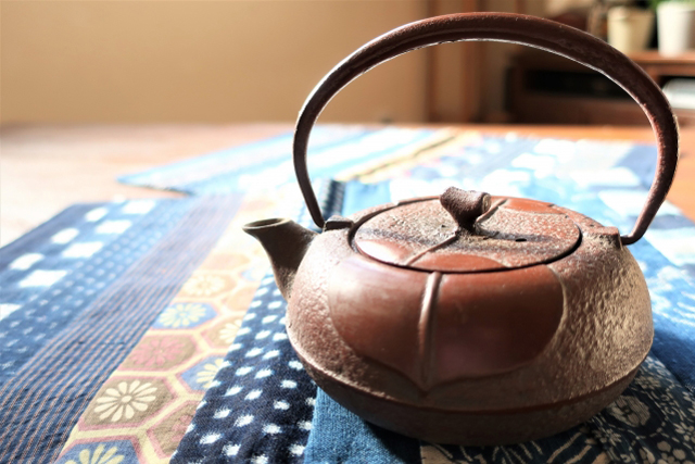 鉄瓶(てつびん)の茶道具買取なら無料査定ができるSATEeee茶道具買取へ